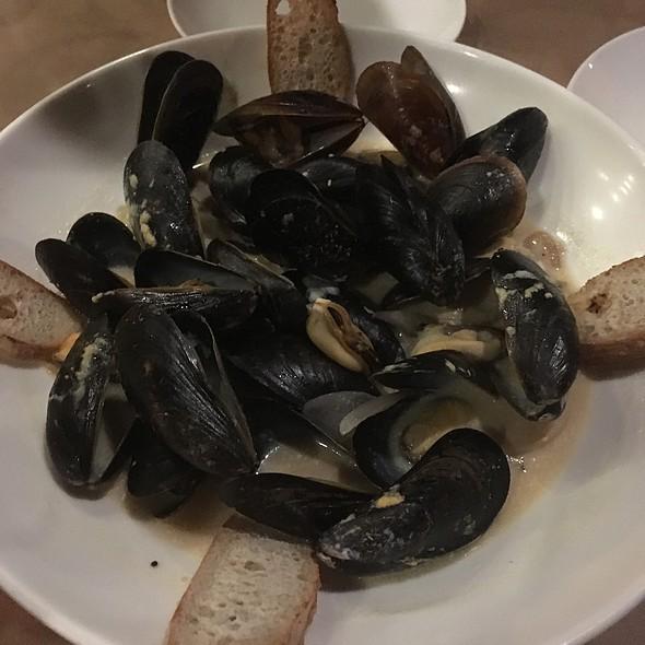 Pale Ale Beer Mussels