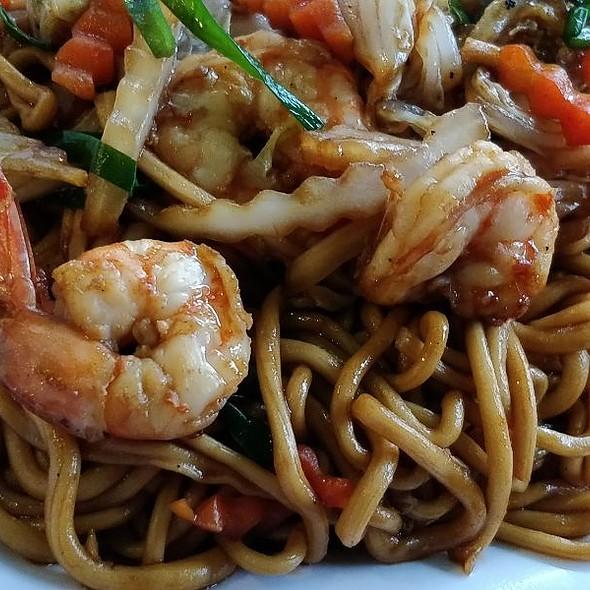 Stir Fried Noodles With Shrimps