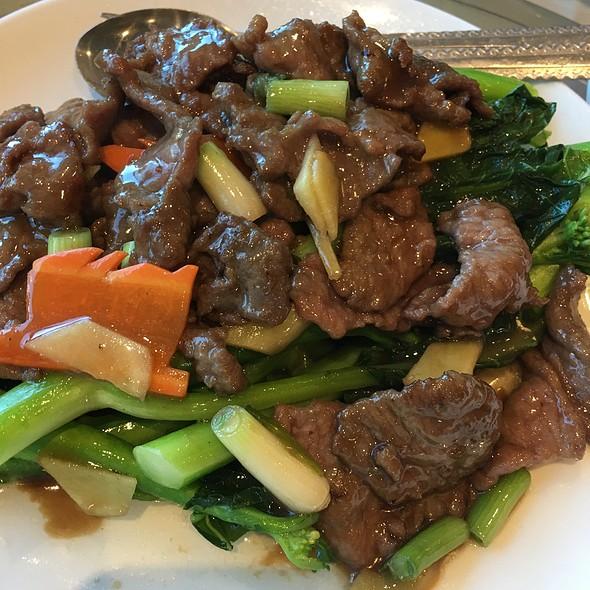 Stir Fly Beef With Gai Lan