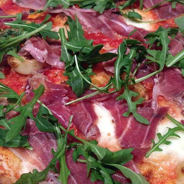 Prosciutto & Arugula Pizza @ 800 Degrees
