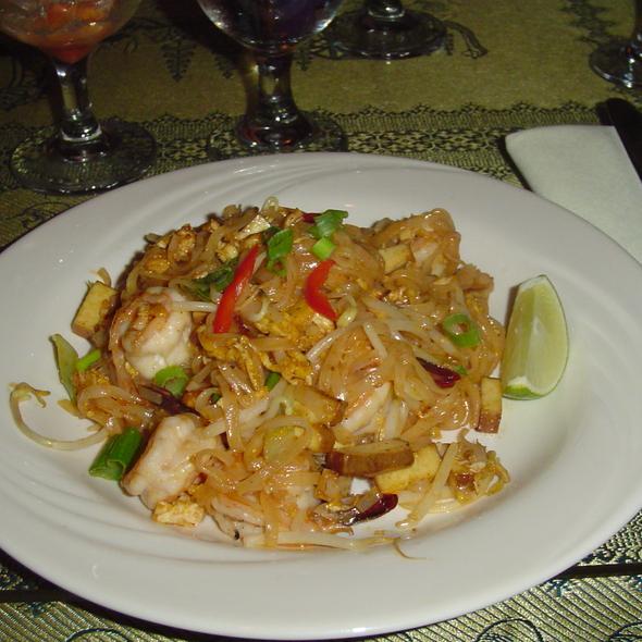 shrimp pad thai @ Morris Thai Cuisine