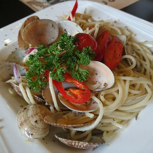 Clams In White Wine Spaghetti