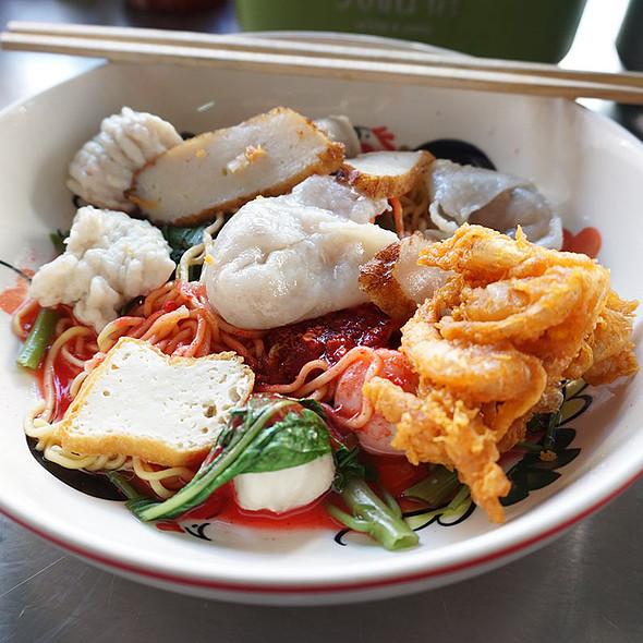 ํEgg Noodle Yen Ta Fo W/ Fish Dumpling