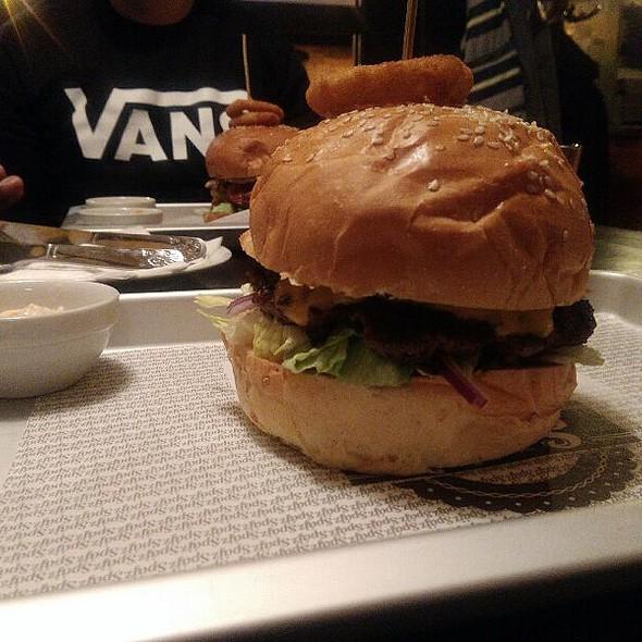 Toszkán Burger