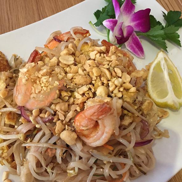 Garnelen in Kokosmilch mit rotem Curry und Reis