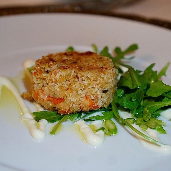 Panko-crusted crab cake, arugula, asparagus, lemon aioli