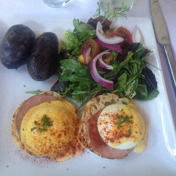Eggs Benedict @ Pump Lounge