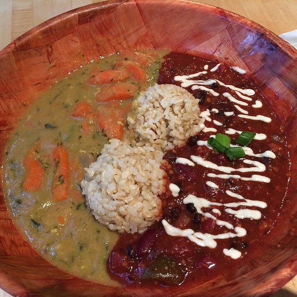 Mixed plate - Coconut curry with kalo & pono chilli @ UMEKE Market Natural Foods & Deli