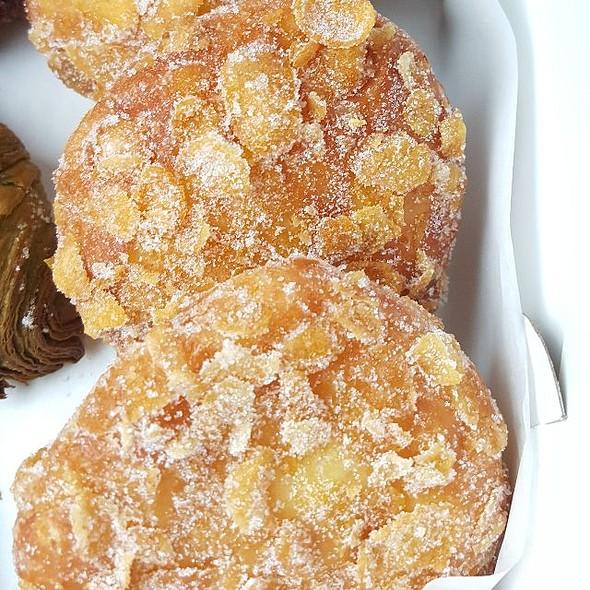 Crunchy Cream Donuts