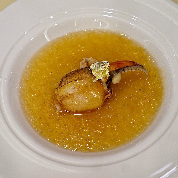 Mixed bird's nest with crab claws