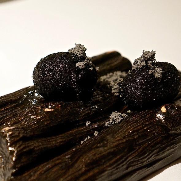 Charcoal lotus stem buns
