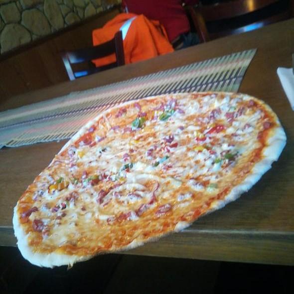 Salami Sipuli Paprika Pizza