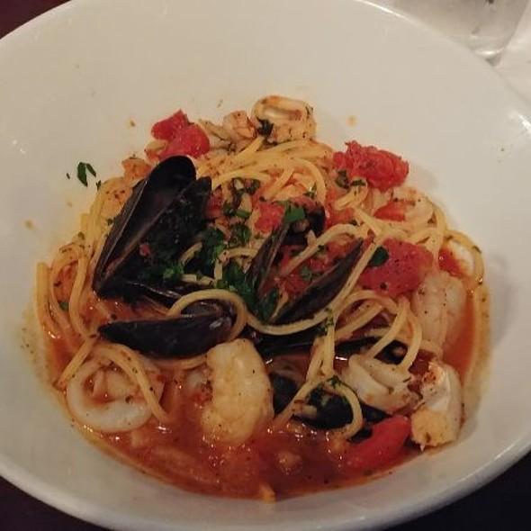 Seafood Cioppino @ Mama Melrose's Ristorante Italiano