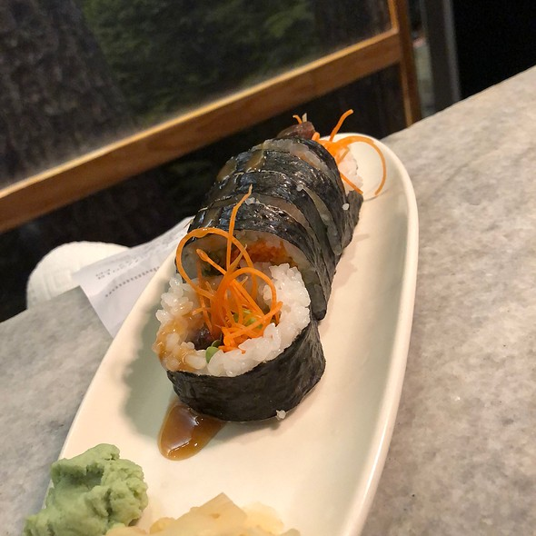 Garden Roll With Carrot, Shiitake Mushroom, English Cucumber, Avocado, And Mint