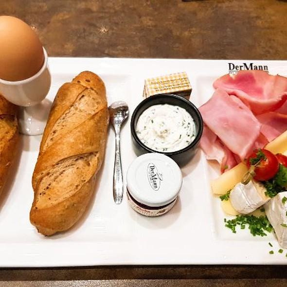 Klassik Frühstück @ Der Mann der verwöhnt Backwaren GmbH & Co
