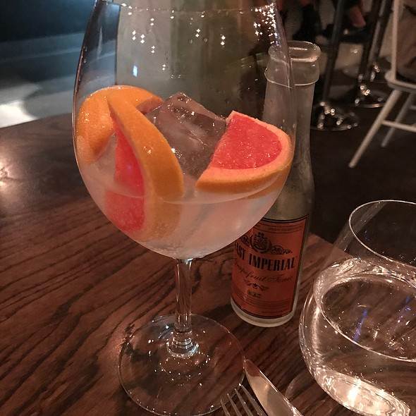 Gin And Tonic With Grapefruit