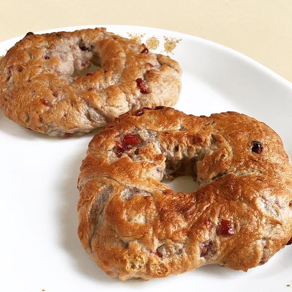 Panera Bread Cranberry Walnut Bagels