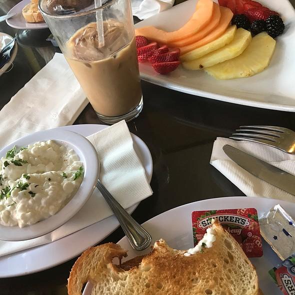 Breakfast - Toast, Cottage Cheese, Fruit