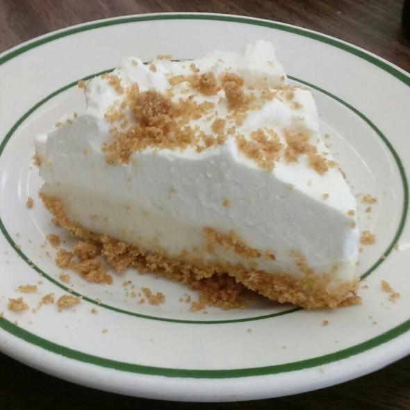 Lemon Cream Pie @ Chili John's