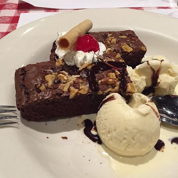 Fudge Brownie Ala Mode