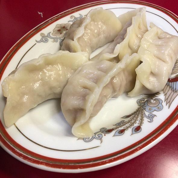 Boiled Gyoza @ 上海菜館