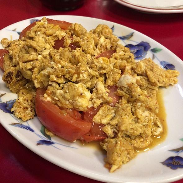 Stir Fried Tomato With Eggs @ 上海菜館
