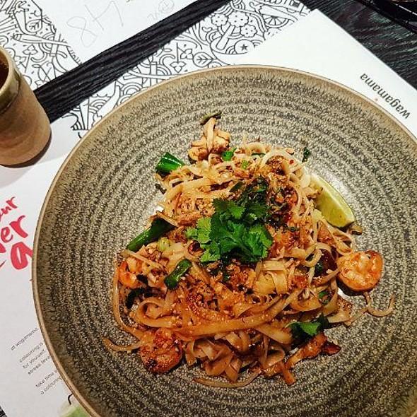 Chicken & Prawn Pad Thai