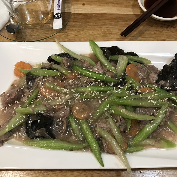 Fried Beef with vegetable celery, black fungus and carrot @ Chez Hibou