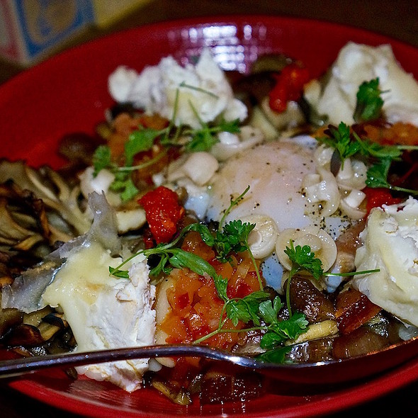Wild mushrooms, manchester cheese, egg, bacon lardons, hot pepper