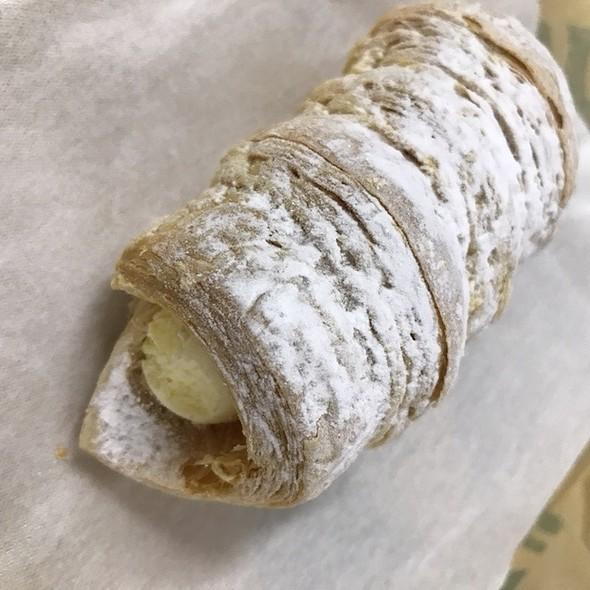 Roll Pie Custard Cream