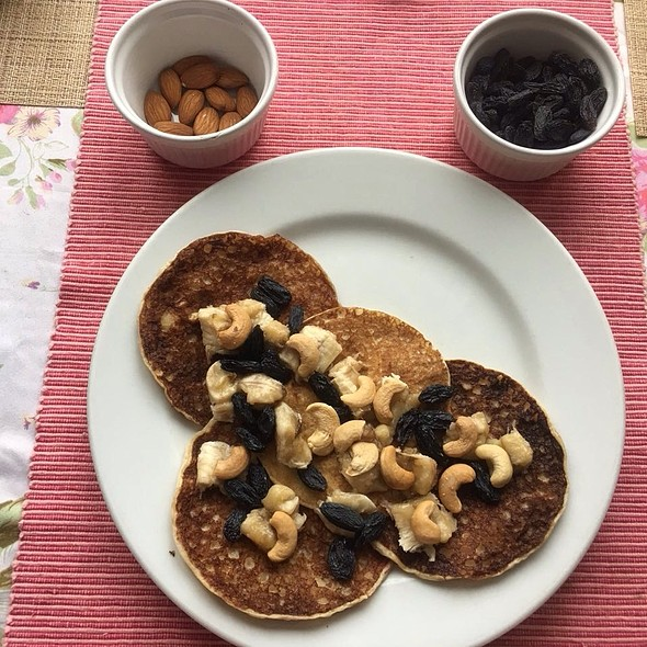 Pancakes with Nuts and Raisins