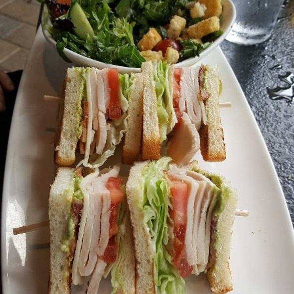Roasted Turkey Club And Spicy House Salad @ Yard House Houston