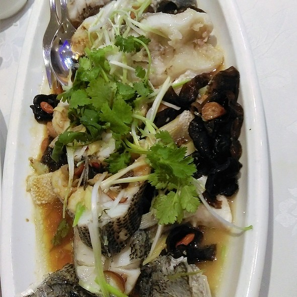 Steamed Green Bass with Wolfberries & Balck Fungus