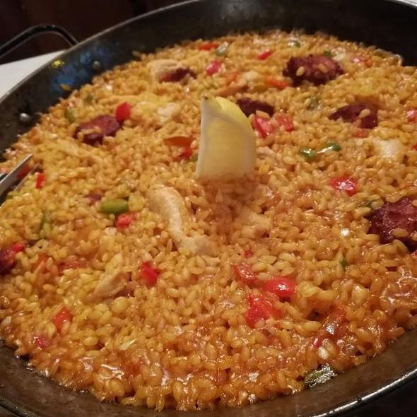 Paella De Pollo Y Chorizo