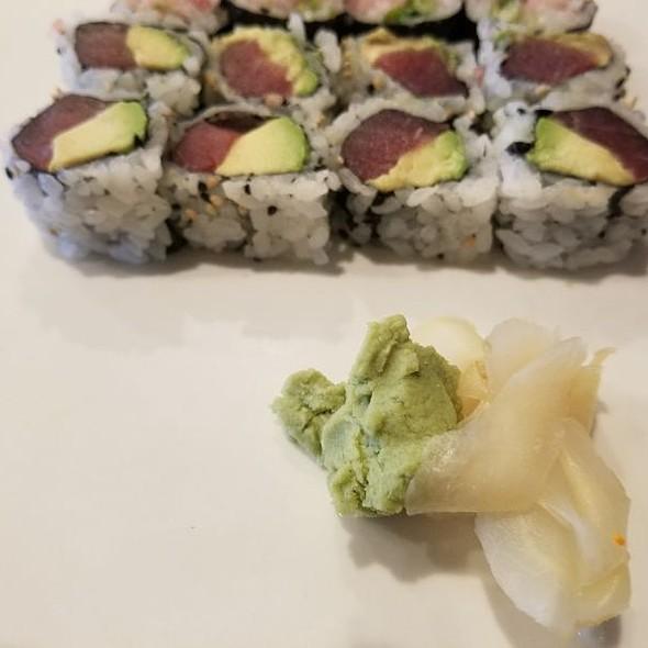 Tuna And Avacado Rolls