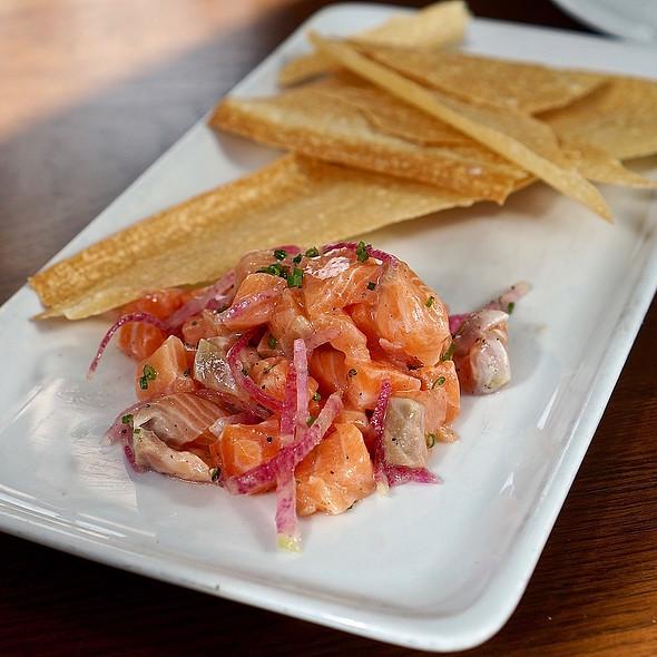 King salmon tartare, citrus, radish @ Headwaters