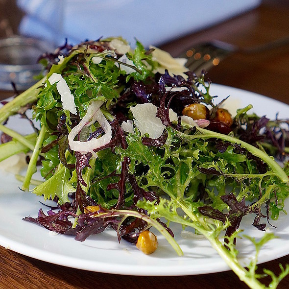 Sauvie Island mixed greens, dried cherries, red onions, smoked pistachios, parmigiano reggiano @ Headwaters