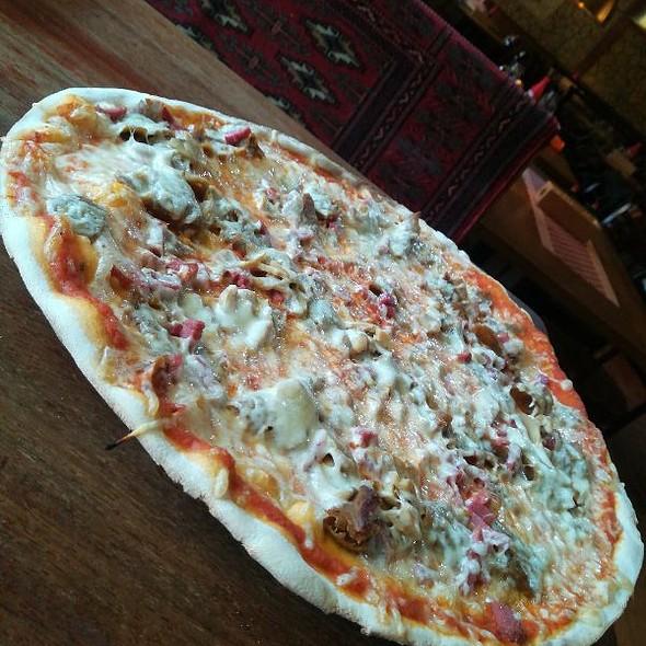 Salami, Mushroom & Kebab Pizza