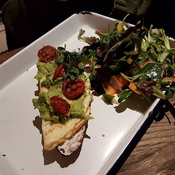 Crispy Baguette With Avocado