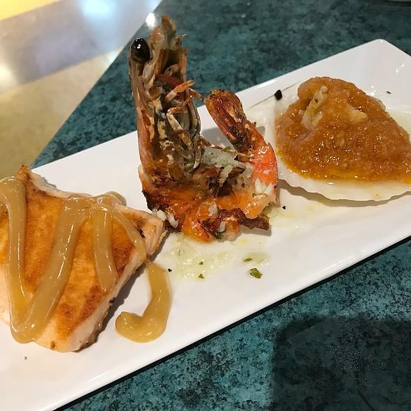 Salmon + Prawn + Scallop @ HENIU TEPPAN YAKI 赫牛铁板烧