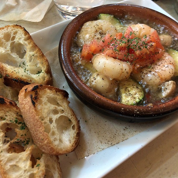 Shrimp And Mushroom Ahijo With Bread