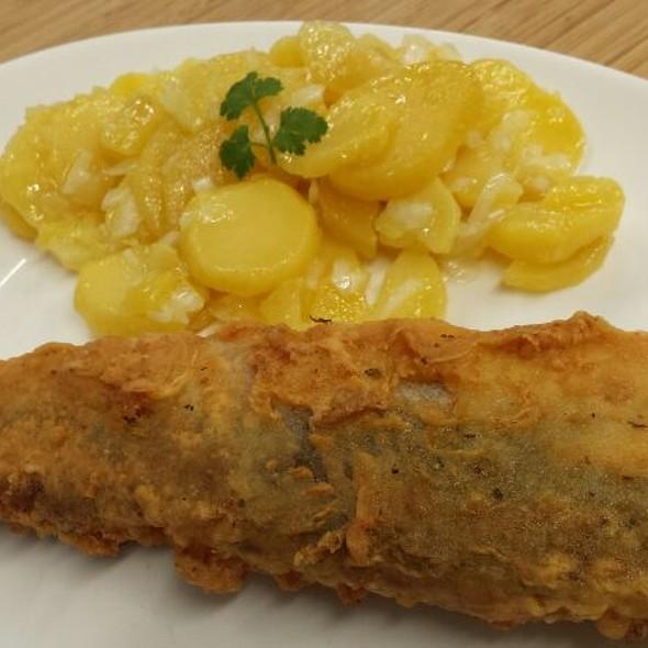 Fisch Nach Pariser Art Und Kartoffelsalat