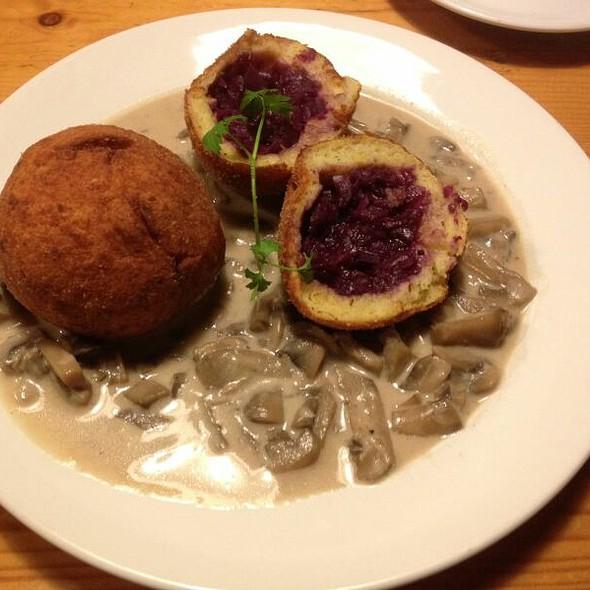 Rotkraut Kartoffelknödel Mit Pilzrahmsauce