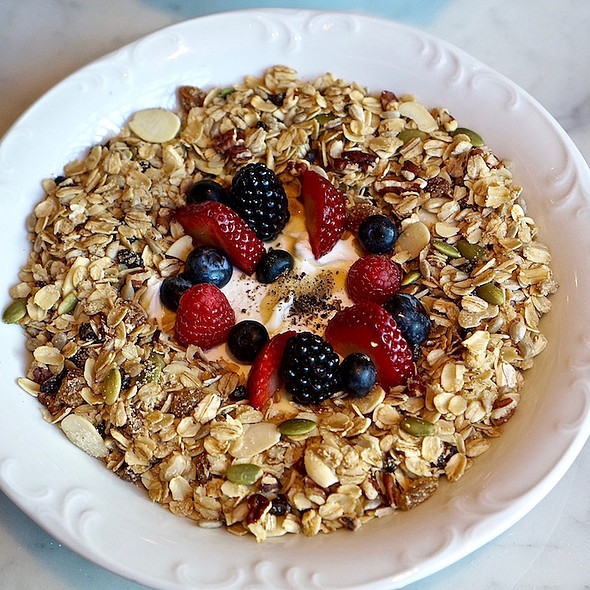 Greek Yogurt With Granola, Berries & Honey