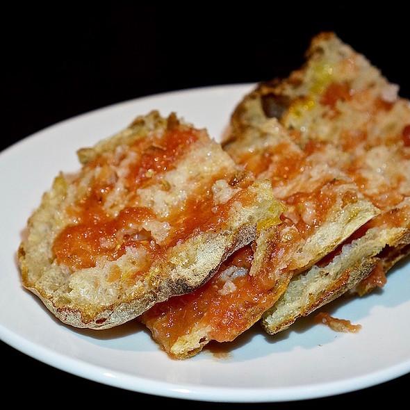 Pan De Cristal Con Tomate