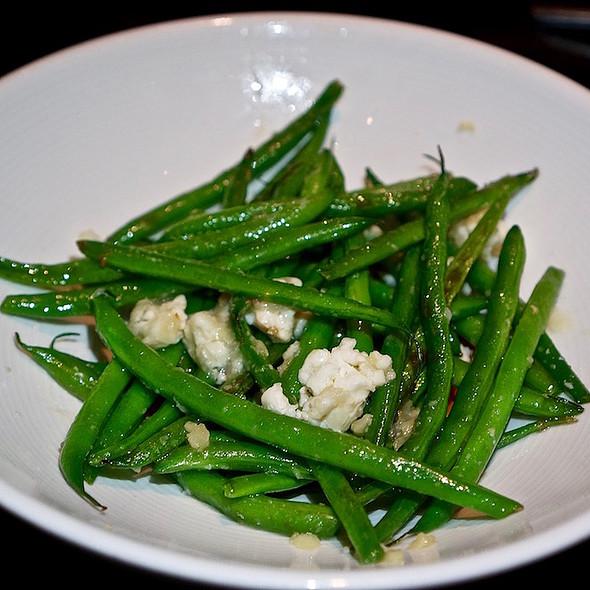 Judias con romesco – green beans, romesco, Caña de cabra goat cheese