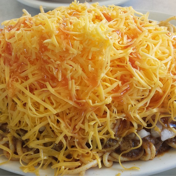 Four-Way Chili Spaghetti With Onions And Cheddar Cheese