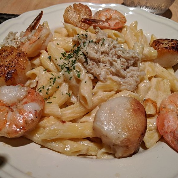 Seafood Mac & Cheese