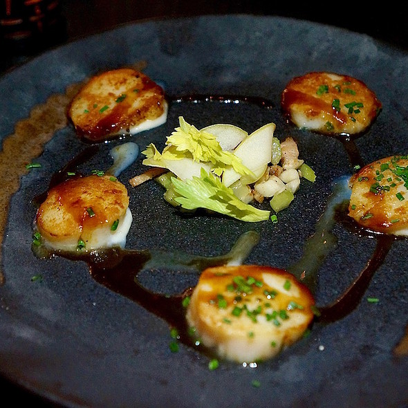 Seared scallops, celery root, braised bacon lardons, pickled granny smith apples