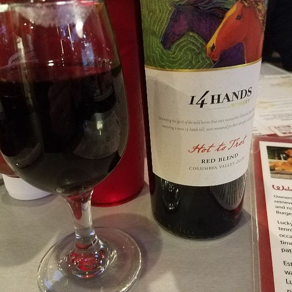 Red Wine @ Lucky's Burger & Brew
